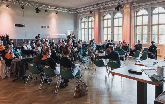 Dieses Foto zeigt die Gründungsveranstaltung der Bürgerregion Lausitz in Hoyerswerda (September 2020). Fotografiert von Tine Jurtz.